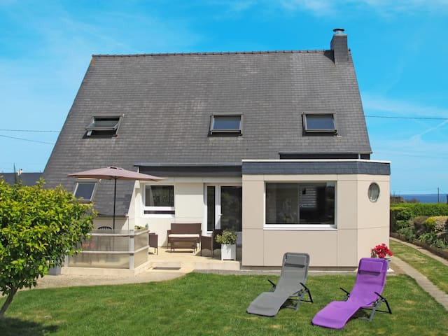 110 m² Holiday home in St. Pol-de-Leon