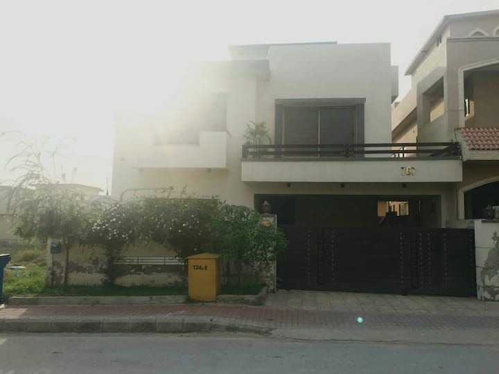 Fully Furnished House(Upper), Phase 5, Bahria Town