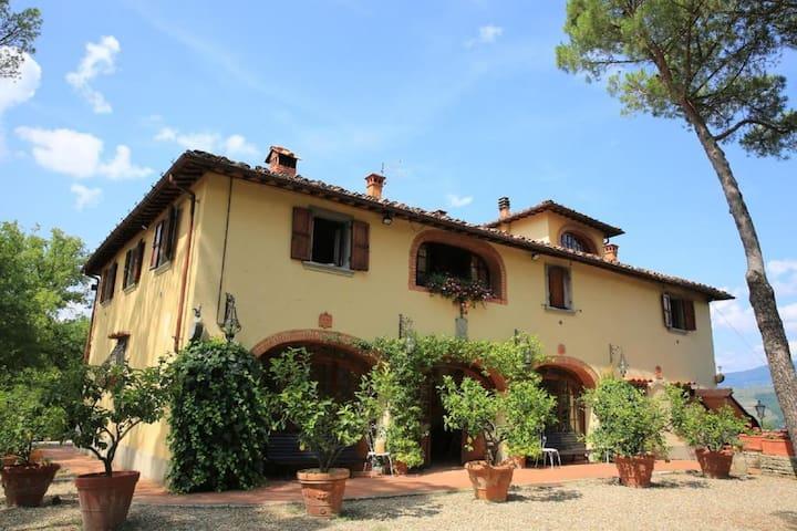 Beautiful Villa with swimming pool, wi-fi, garden