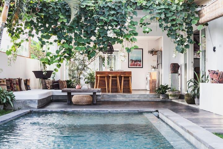 FELLA Luxury Beach Villa Canggu