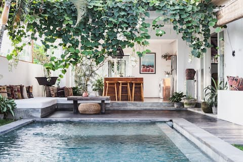 FELLA Luxury Beach Villa Canggu