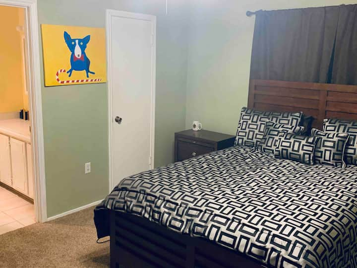 Master suite/ conveniently located