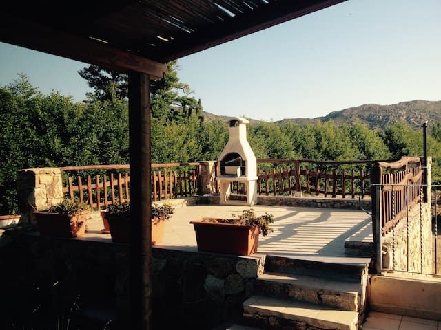 villa vacanze LIMòN con giardino bbq e solarium - San Teodoro - Huis