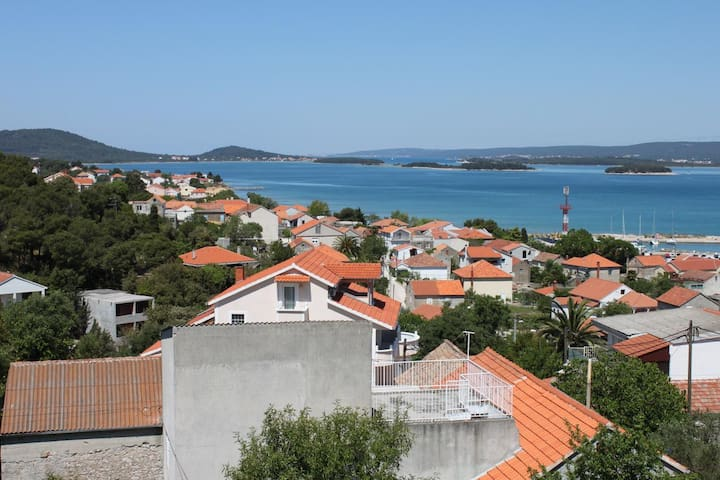 Studio flat with terrace and sea view Tkon (Pašman) (AS-6216-a)
