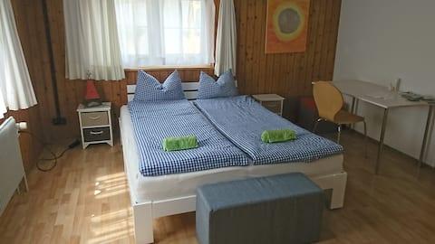 Gemütliches, ruhiges Zimmer hoch über dem Walensee