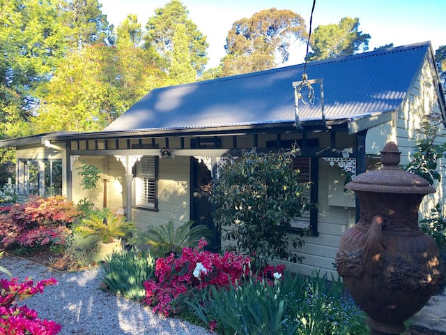 Beautiful 1883 Blue Mountains Cottage - Blackheath