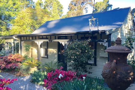 Beautiful 1883 Blue Mountains Cottage - Blackheath - Rumah