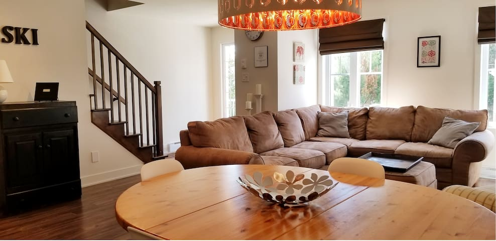 Fabulous 3 Bedroom Condo 7 minutes from the Hill