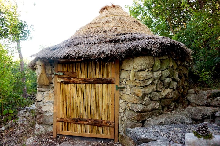 The REAL Flintstone Hut in paradise!