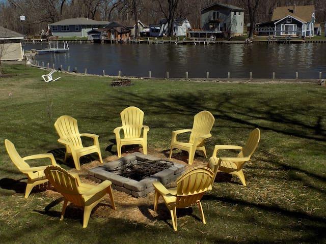 Beautiful 3Bedroom,2 Bath Waterfront at Bluff Lake
