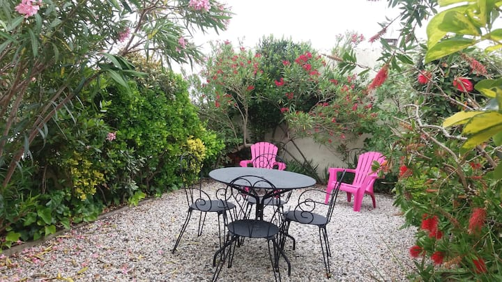 Bello apartamento .jardin privado
