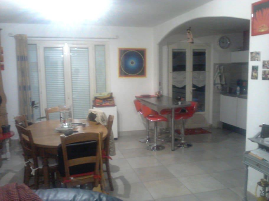 Salon et cuisine partagée