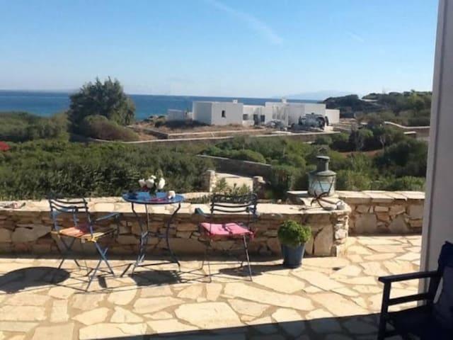 A Cycladic house by the sea - Soros - Selveierleilighet