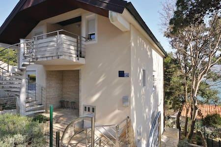 3 Bedrooms Apts in Donji Karin - Donji Karin