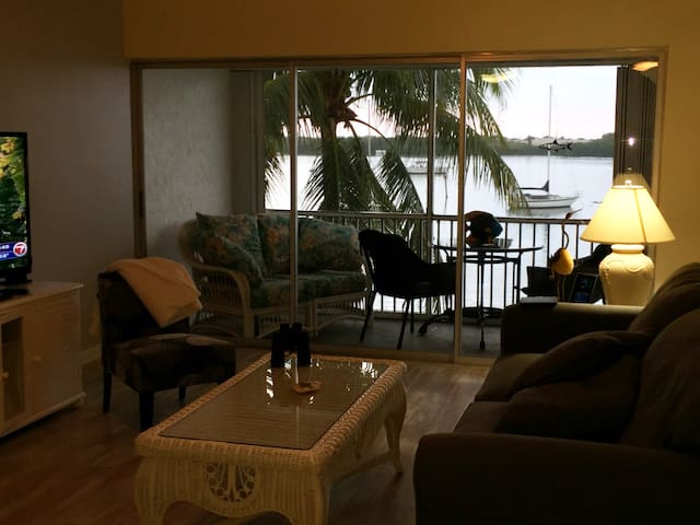 Marathon Key Condo on Boot Key Harbor with docking