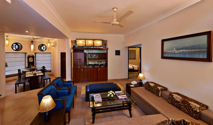 Luxury 2 BHK Presidential Suite in Boutique Hotel