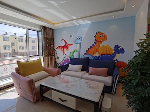二连浩特市果果家 恐龙风一楼 双大床+双小床 可住6人 市中心 精装修全自动马桶双卧室空调
