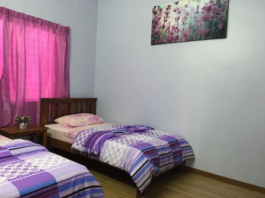Lilac room with twin beds