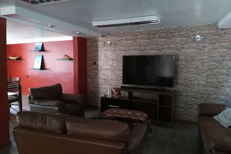 Room in a comfortable house perfect location place - Puno - Hus