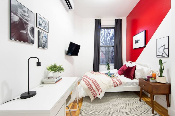Lively Private BR in Fort Greene Cumberland