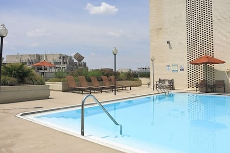 Charming studio in ideal location w/rooftop pool! - Washington - Apartment