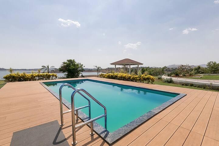 ★LaMeraki★3BHK Villa with Huge Lawn & Private Pool