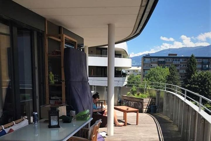beautiful room in a flat with adit to 46m² terrace