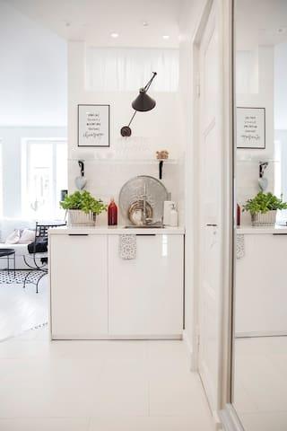 Open kitchen & dishwasher