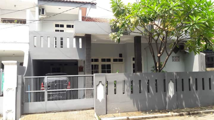 Cozy House Jatibening (for 5-6 people)