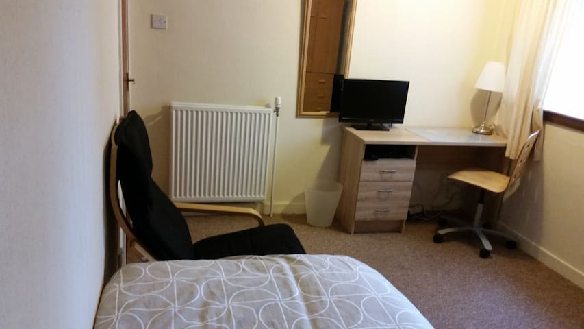 Spacious Room Close To City Centre - Glasgow - Apartment