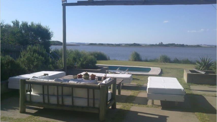 Casa sobre la Laguna de José Ignacio  Naturaleza y descanso