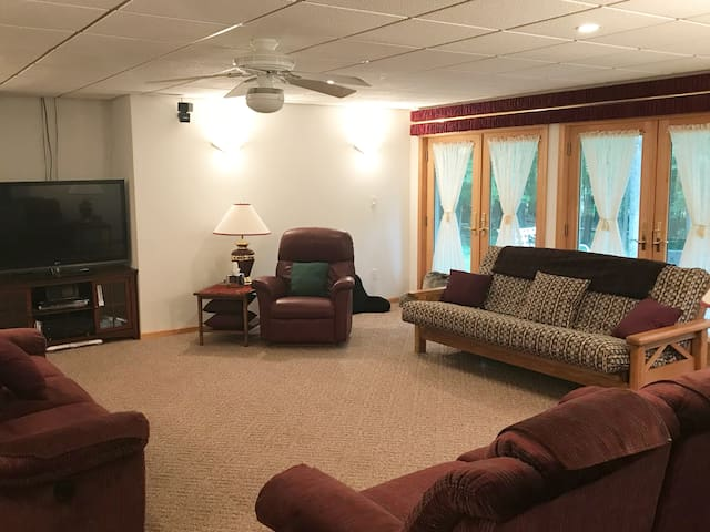 Sleep 3 additional in this room with fold down futon, couch and air mattress can be added