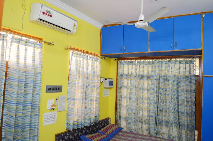 1BHK F.Furnished Homestay with Kitchen, breakfast