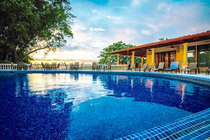 Former 5*hotel* 11br*16 bath*Party Friendly Escazu