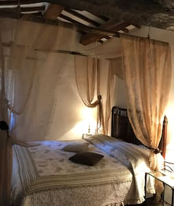 B&B - ONCE UPON A TIME… A WINDLASS - Todi