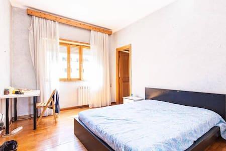 BIG ROOM close to city center - Roma