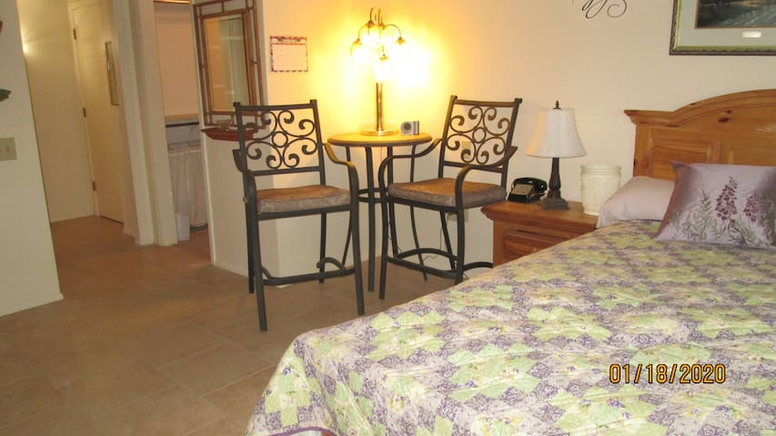 KITCHENETTE, COFFEE, COMFORTABLE, PRIVATE ENTRANCE