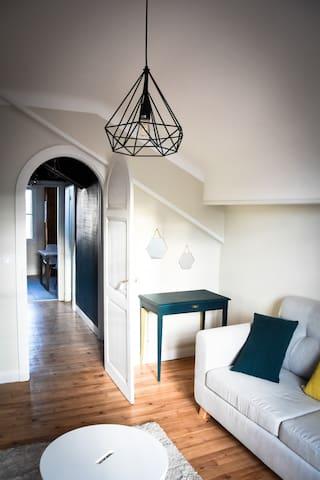 Un salon cosy qui vous fera vous sentir chez vous