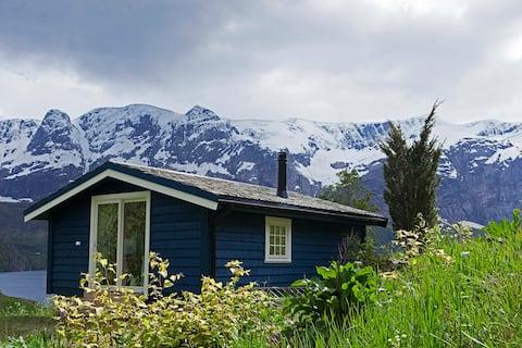 Helle Gard - Cozy cabin - fjord and glacier view