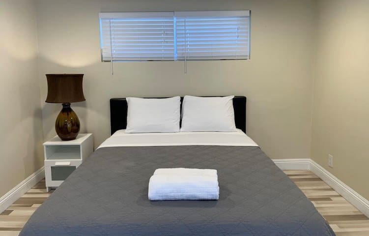 Newly Remodel Lovely Room near Disney/Upscale Area