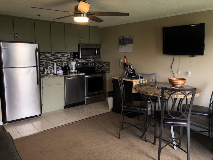 ML124 - Slopeside, Ski-In/Out, Great Prices, In Village, Pvt Parking