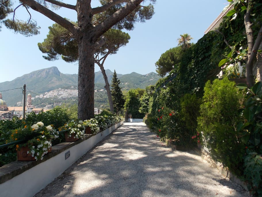 A private driveway will take you to your holiday casa