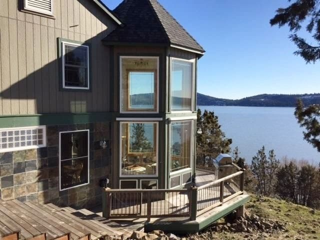Stunning Sunset Beach Retreat - Klamath Falls