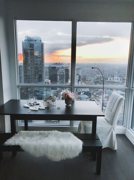 Living room with a huge table and splendid view