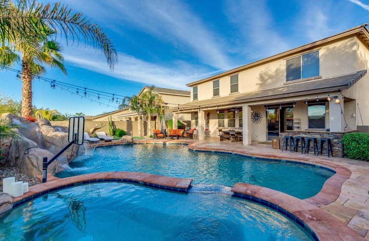 Piece of Paradise in the Valley with amazing pool!