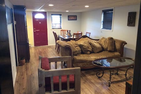 Safe / Cozy / Clean / Friendly - 斯考克斯(Secaucus)