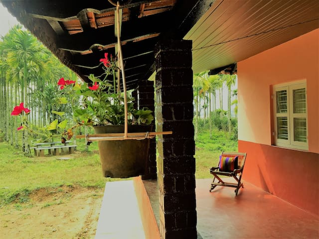 The Sleeping Dog Home Stay - Virajpet - Huis