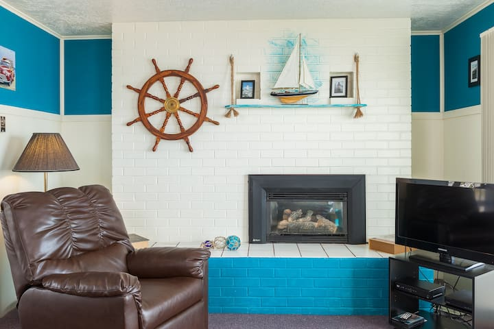 Weatherly -Oceanfront, balcony, kitchen, fireplace