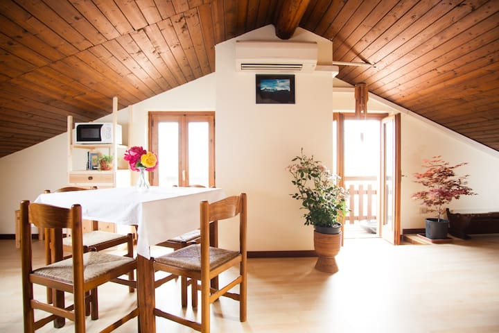 Romantic attic near Lake Maggiore - Casalzuigno - Appartement