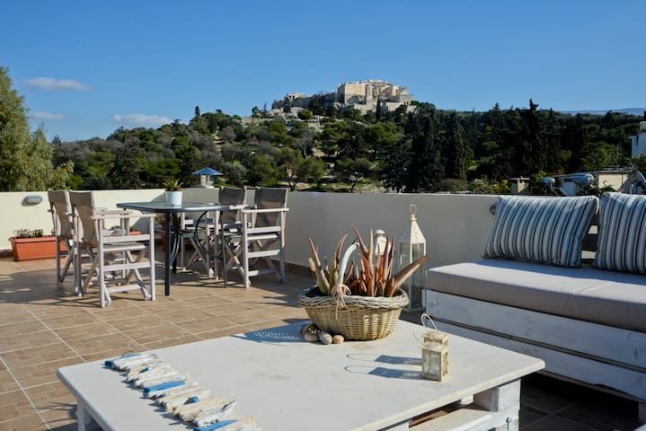 Central apt at the foothills of Acropolis by TH